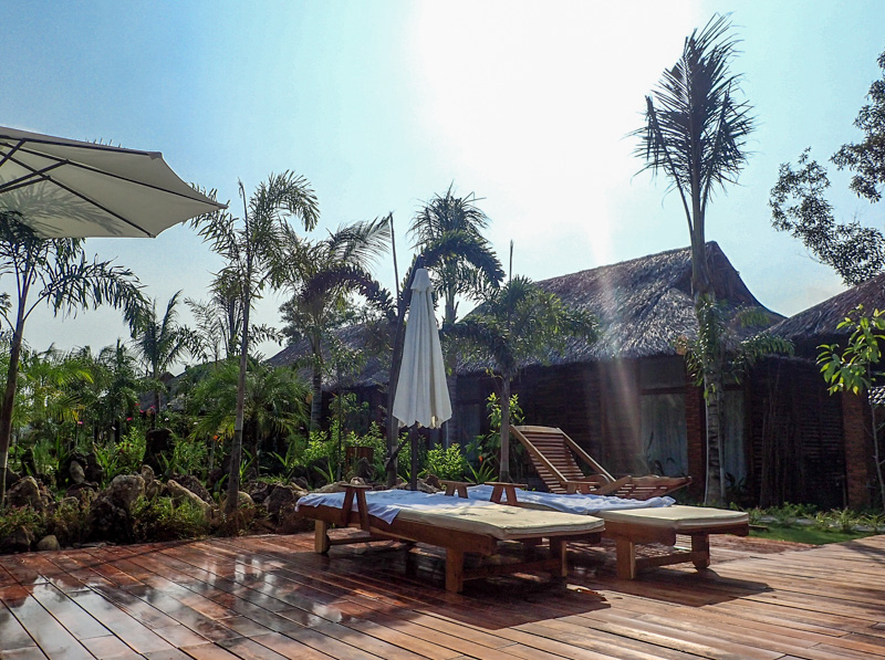 Phu Quoc Dragon Hotel Pool Beds