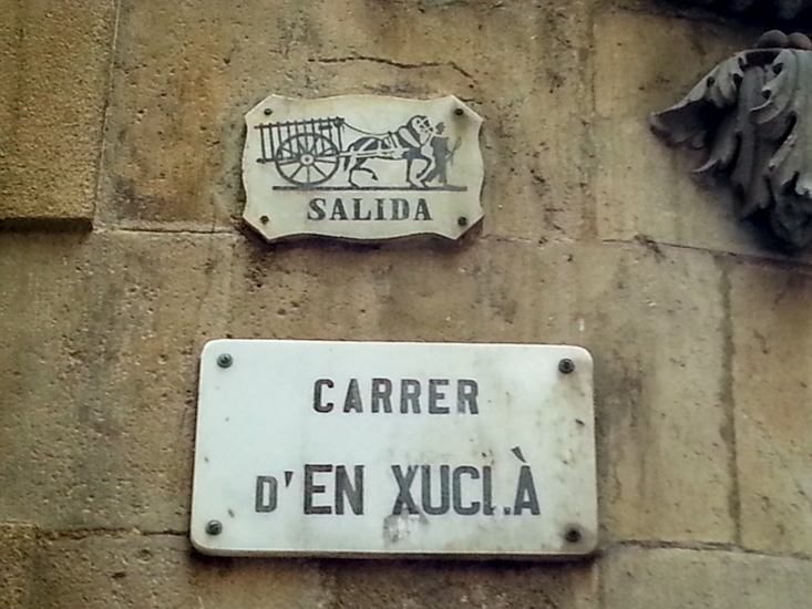 Barcelona road signs Salida