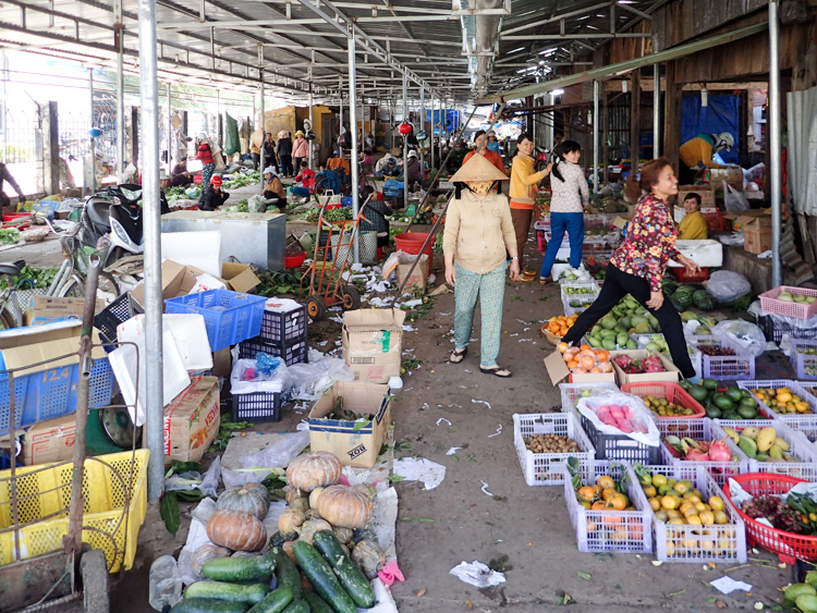 Lak lake Market long shot