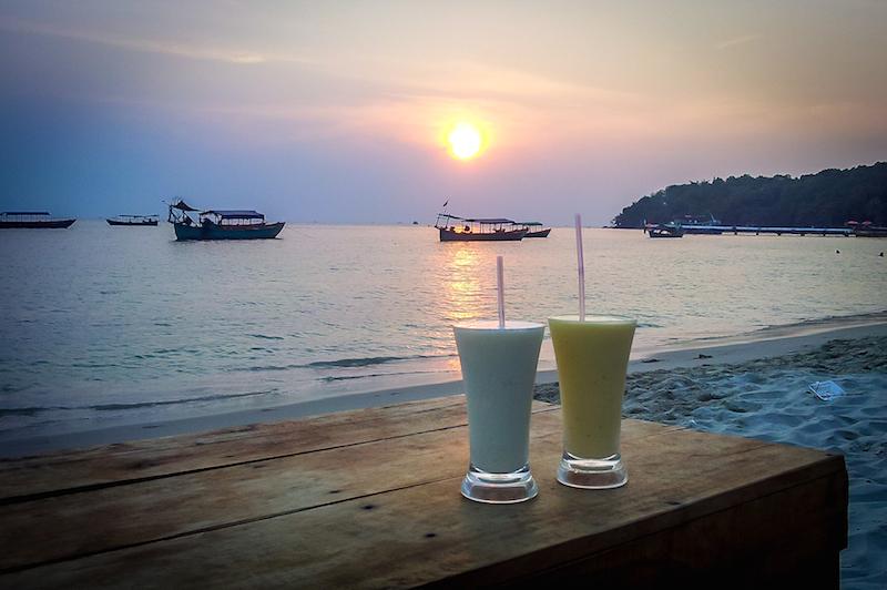 Sonnenuntergang über Serendipity Beach in Sihanoukville, Kambodscha