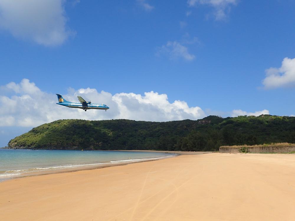 Con Dao Beach Plane Landing