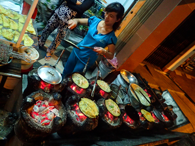 Things to Do in Vietnam: Local Cookings - Ban Xeo