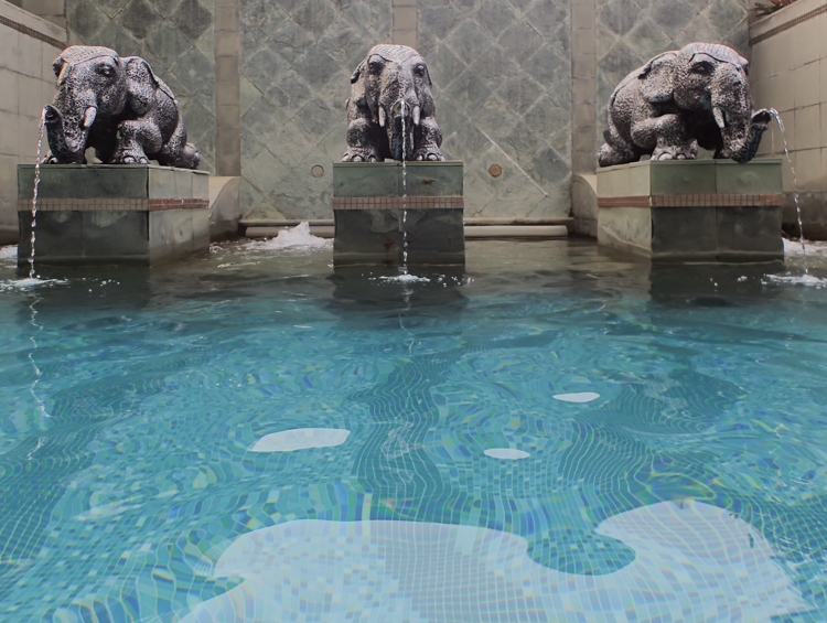 Majestic Grande Bangkok Spa Pool
