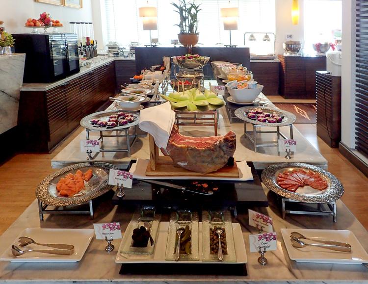 Ramada Bangkok Hotel Executive Club Lounge Breakfast