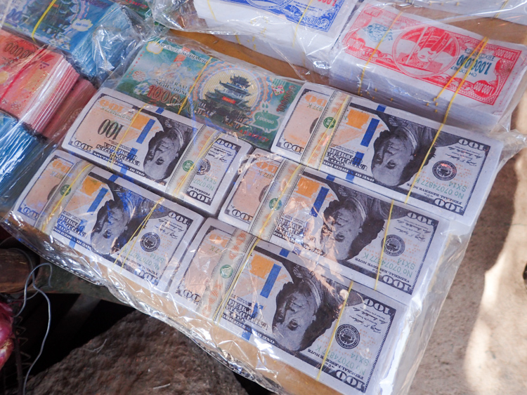 Fake dollars at the market near Lak Lake