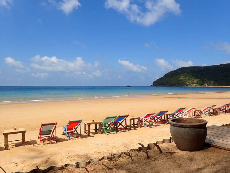 Dam Trau Beach Airport Beach Con Dao