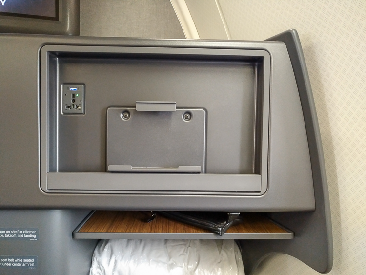 AA 757 missing in seat screen