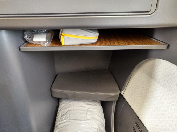 Foot rest AA 757 business class
